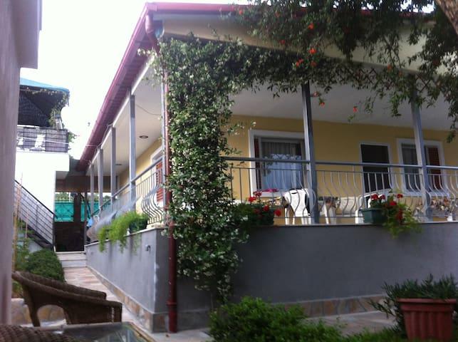 House in the green paradise. Vergia beach - Néa Kallikrátia - Hus
