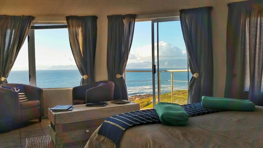 Eco Adrenalin Adventure Lodge - OCEAN Front - De Kelders - Hus