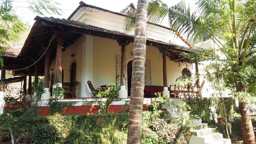 Sylvia and John's Home - Nachinola - Hus