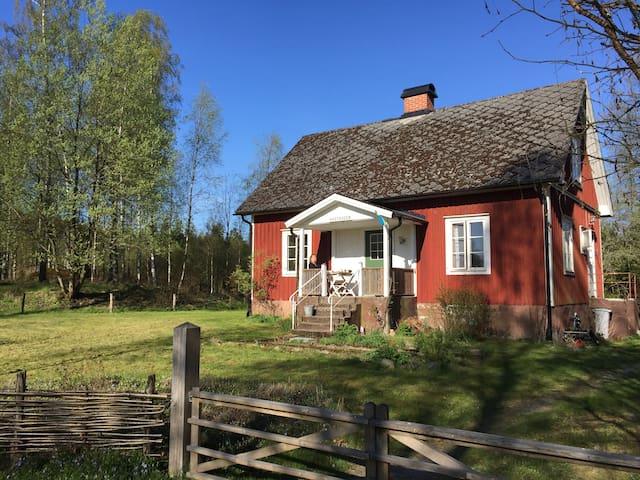 Traditionel, funktionel torp nær sø - Tingsryd SV - Hus