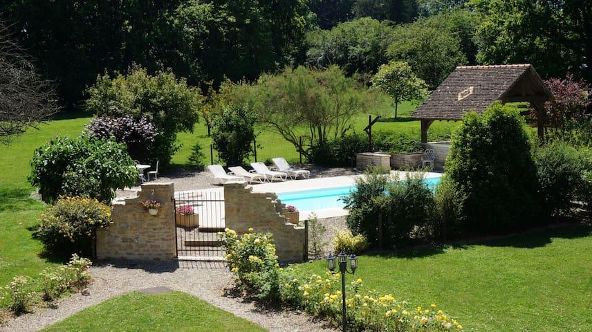 Demeure avec piscine tout près de Beaune - Beaune - Casa