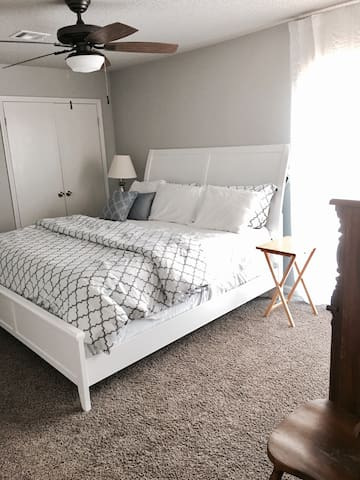 NoClnFees w King Bed on Golf Course - Oklahoma City