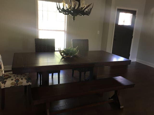 Cozy New Home Convenient location - Tuscaloosa - Hus