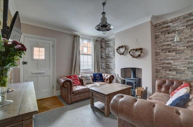 Stunning cottage 1 min from beach! - Hythe - Huis