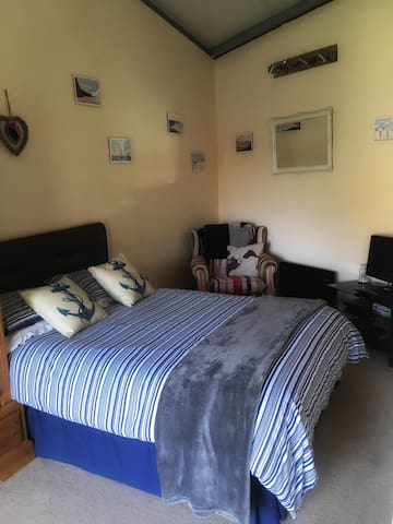 Self Contained Annexe, Close To Ferry Terminal - Poole - Lägenhet