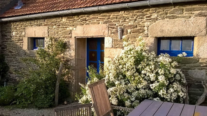 Cottages on countryside not far from breton coast - Plouvorn