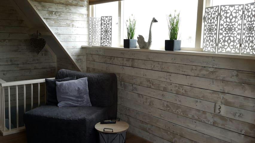 Landelijke accommodatie aan (vis) water met sauna. - Oostwoud - Kulübe