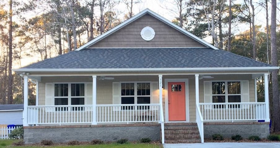 Escape To The Privacy of Our Newly Built Cottage - Oak Island - Hus