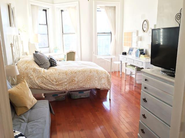 Entire Studio Apt in Trendy Brooklyn - Sunny&clean - Brooklyn