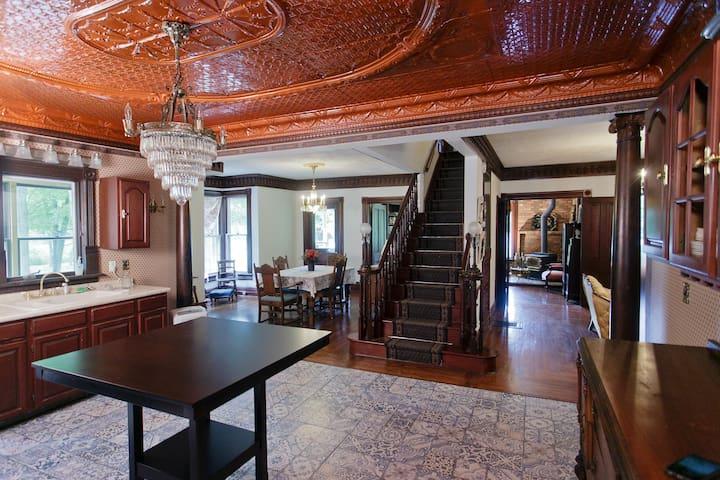 An elegant historic country estate. - Benton Harbor - Casa
