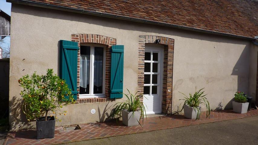 Chez Laurette - La Celle-Saint-Cyr - Hus