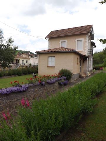Jolie maison familiale - Saint-Girons - Huis