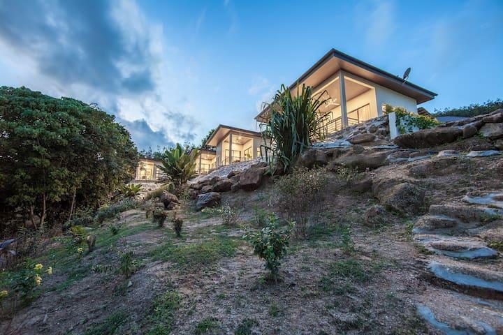 """Ranis Lodge Villa """" Rumah Acik"""" - ลังกาวี - ที่พักพร้อมอาหารเช้า"""