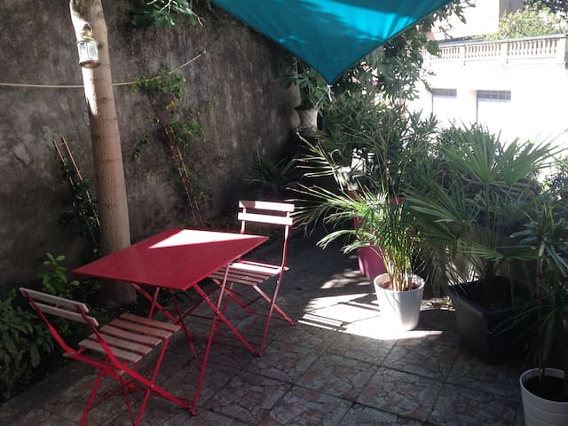 Quiet & bright apartment with terrace near theatre - Vienne - Appartement