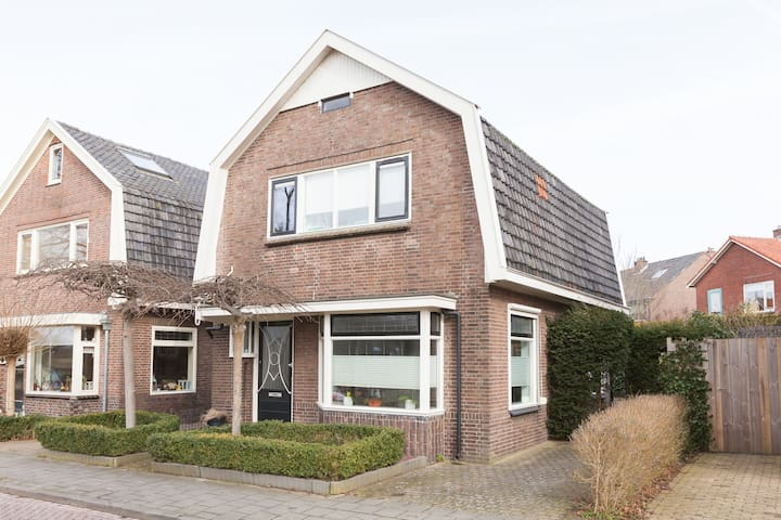 Authentic city home in the green heart of Deventer - Deventer - Hus