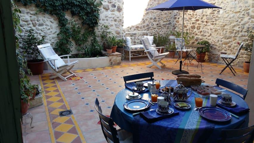 Family suite 2 bedrooms - Living room - Saint-Victor-de-Malcap - Bed & Breakfast