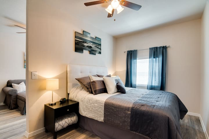 Newly Remodeled Private Studio Apartment - Grand Prairie - Hus