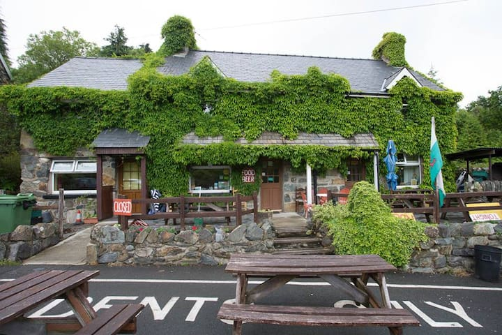 Twin Room in Snowdonia with licensed cafe on site - Conwy - Bed & Breakfast