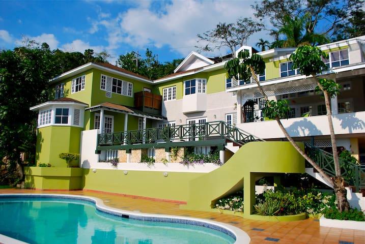 Luxury Villa - Stony Hill (Kingston, JA) - Kingston - Villa