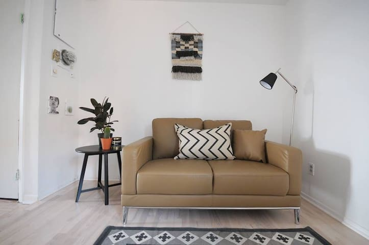 Private room in Downtown Montreal - Montréal - Lakás