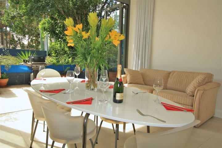 Large twin room in heart of vibrant Sydney suburb - Paddington - Rumah