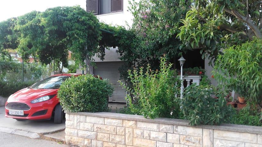 """Apartment """"Drazi Plimica"""" with a sea view - Vodice - Dormitorio para invitados"""