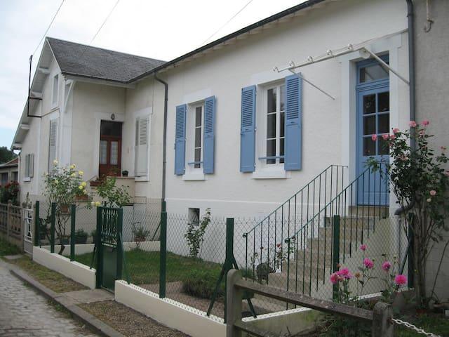 La petite maison - Saint-Doulchard - Rekkehus