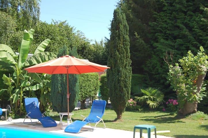 Cottage dans  propriété à 5mn de Deauville - Tourgéville - Дом