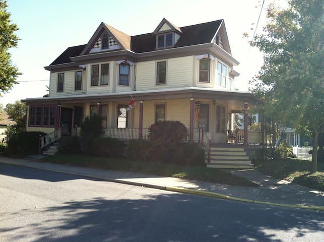Lovely Victorian in Rural Townsend - Sunroom - Townsend - Hus