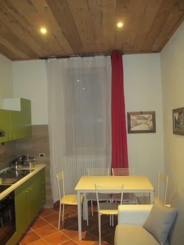 Appartamento Piazza Edolo 4 persone - Edolo - Appartement