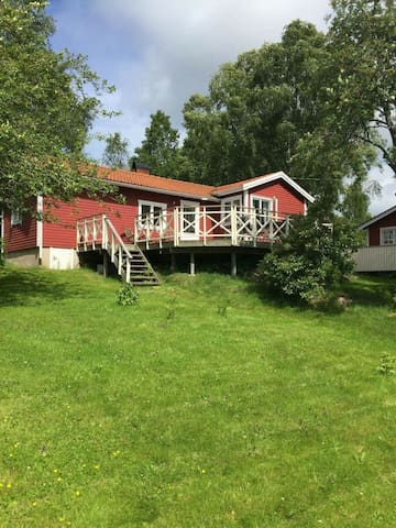 House with big garden 1,5 km from the sea - Svanesund  - 一軒家