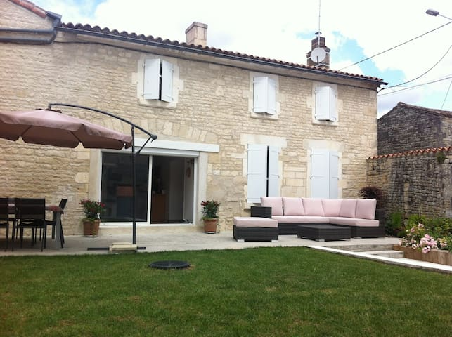 La maison derrière le porche - Fleurac - Bed & Breakfast
