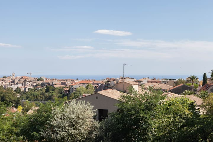 Bright Studio with stunning views/parking - Vence