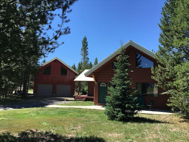 Spacious Yellowstone Area Loft - Island Park - Gästehaus