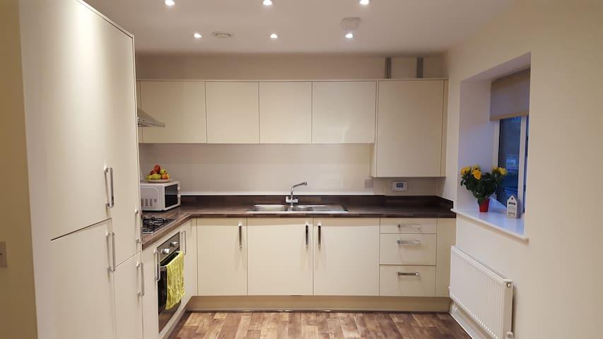 Double bedroom , new development ,close to station - Dartford - Apartmen