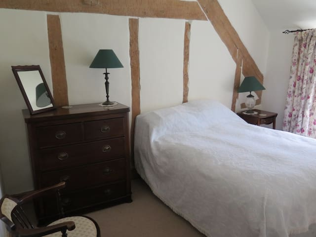 B&B in a double room with bath at Brewers Cottage - Isle Brewers - Bed & Breakfast