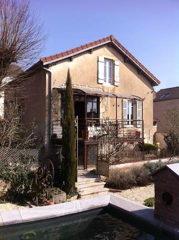 Un cocon dans une maison pleine de charme à Beaune - Beaune - Casa
