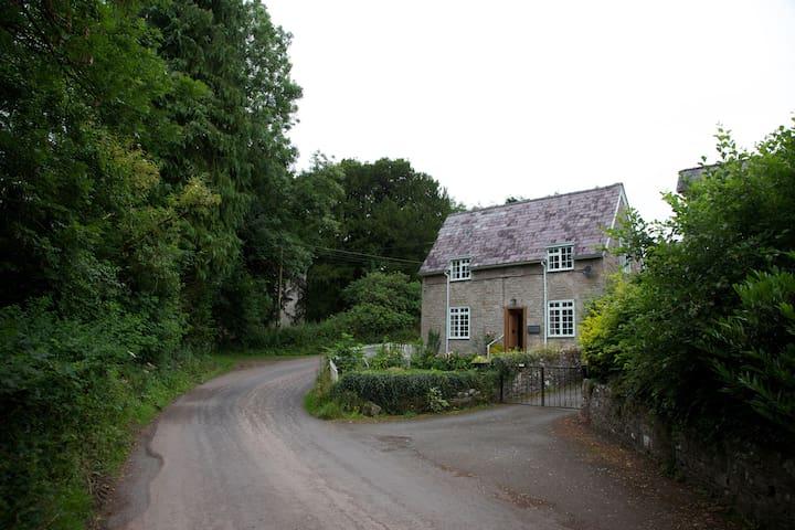 Riverside cottage in pretty hamlet - Brecon - Huis