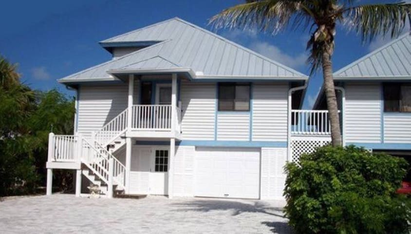 Three Bedroom Bay Front Beach House - Fort Myers Beach - Дом