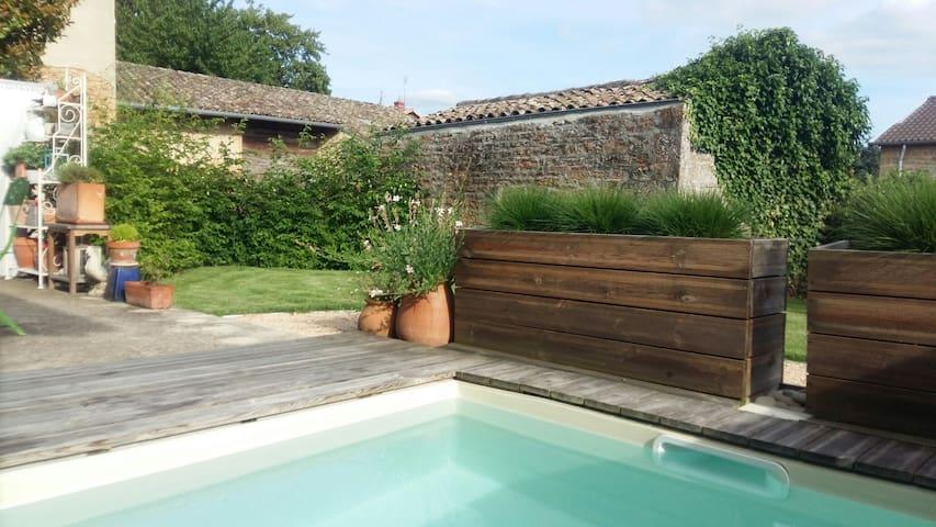 Très agréable maison en maconnais - Charnay-lès-Mâcon - Дом