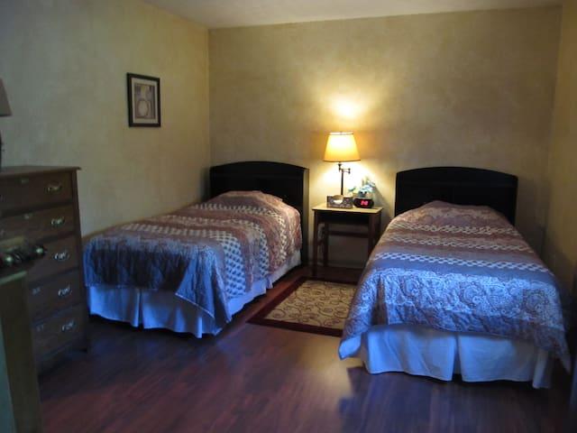 Private room, 2 Twin beds & dedicated bathroom - Columbus - Huis