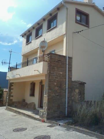 CASA DE PUEBLO EN ZONA TURÍSTICA - Yesa