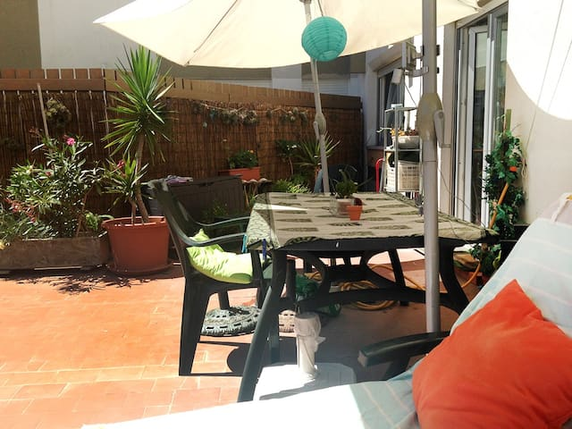 Sunny apartment&terrace at 15 minutes from Lisbon - Linda-a-Velha - Daire