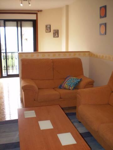 ATICO DE DOS HABITACIONES EN PONTEVEDRA - Pontevedra - Lägenhet