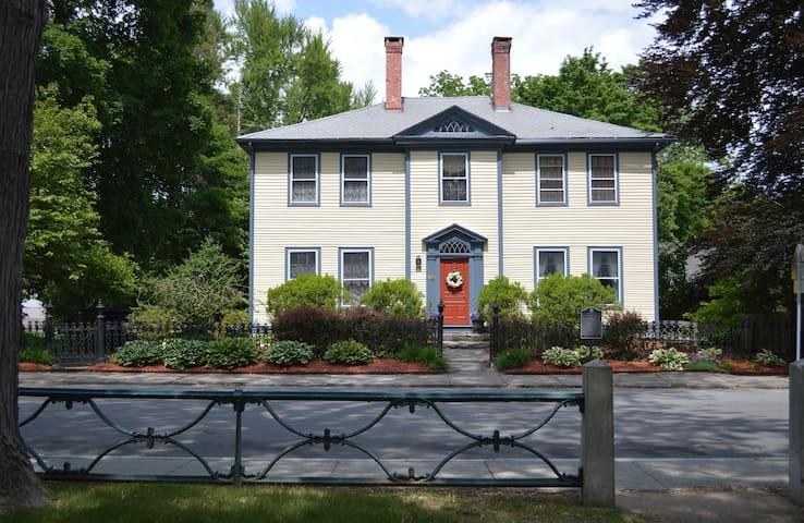 Exquisite Home, Convenient Location - Norwich - Talo