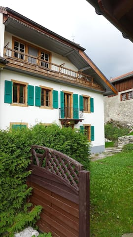 charming Typical  Swiss House - Lessoc - Huis