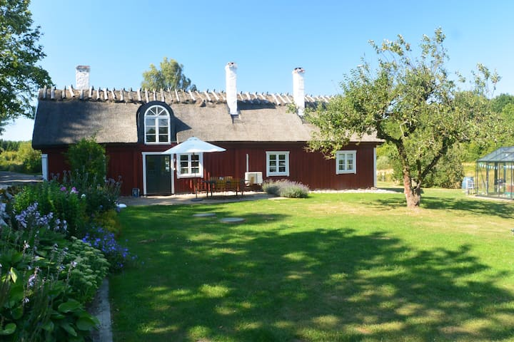 Traditional farm house in Sweden - Bromölla - Huis