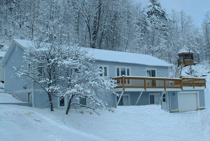 Chalet Blue lower level - Lac-Sainte-Marie - Dağ Evi