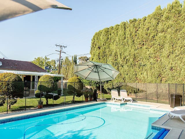 Charming, Comfortable, Relaxing,and near everthing - Placentia - Hus