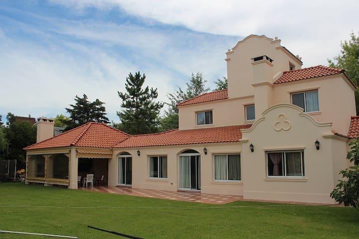 Casa en Barrio Cerrado Campos de Alvarez - Francisco Alvarez - Дом